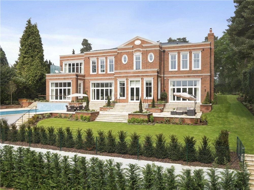 5 Bedrooms Detached House for sale in Brooks Close, St George's Hill, Weybridge, Surrey, KT13