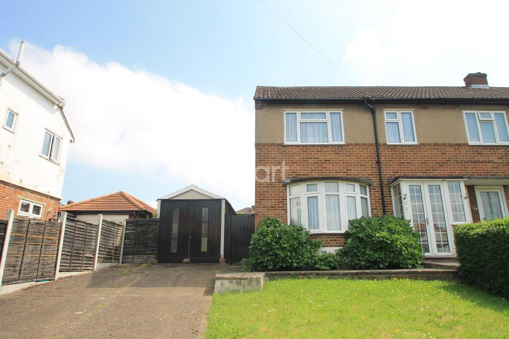 3 Bedrooms End Of Terrace House for sale in Stoneleigh Road, Clayhall