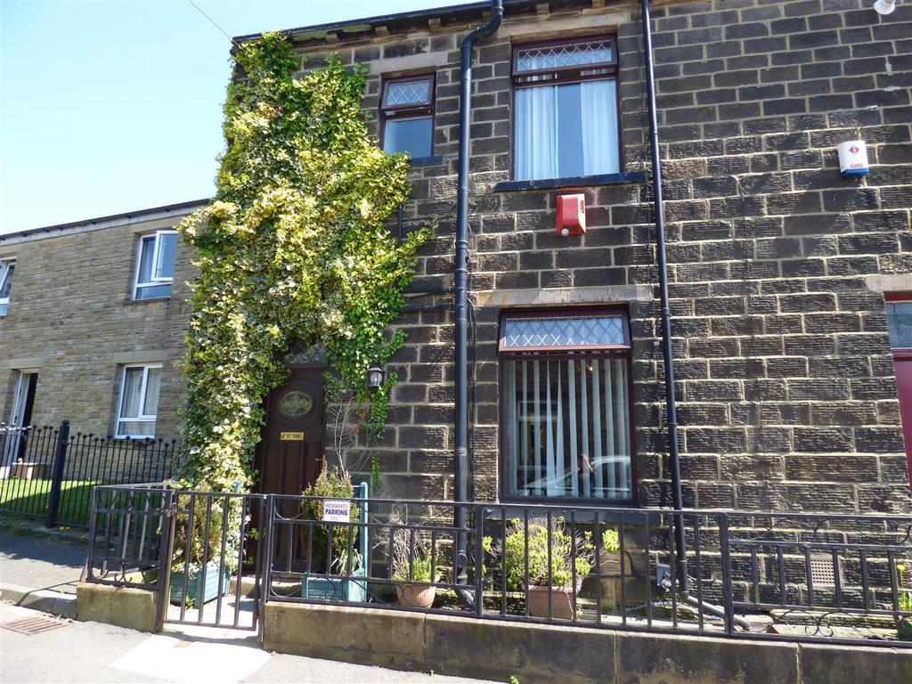 2 Bedrooms Semi Detached House for sale in Croft Street, Wibsey, Bradford, BD6 1LU