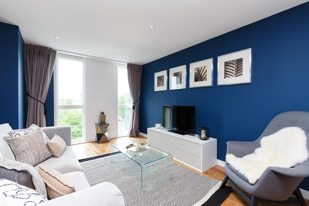 2 Bedrooms Flat for sale in Goldhawk Road, London, W12