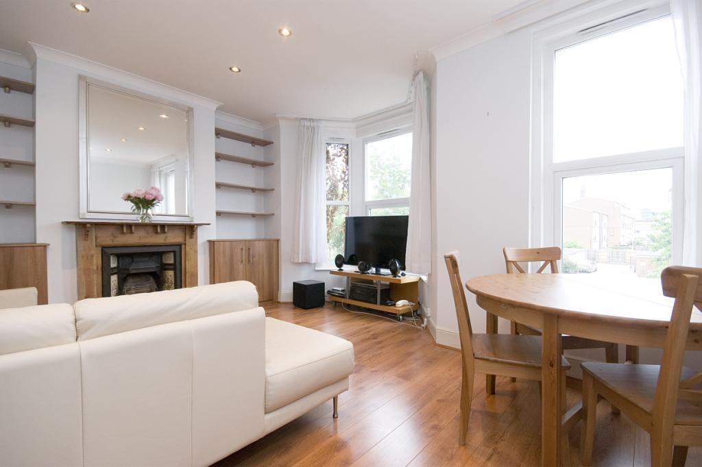 3 Bedrooms Flat for sale in Carnarvon Road, Stratford, London, E15