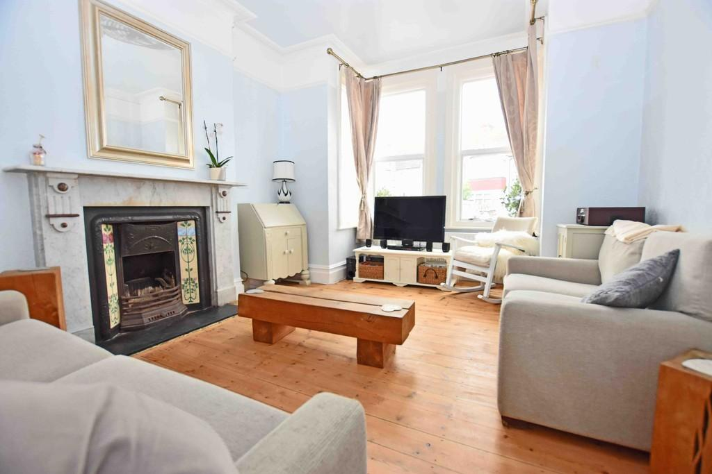 3 Bedrooms Semi Detached House for sale in Ham Road, Worthing