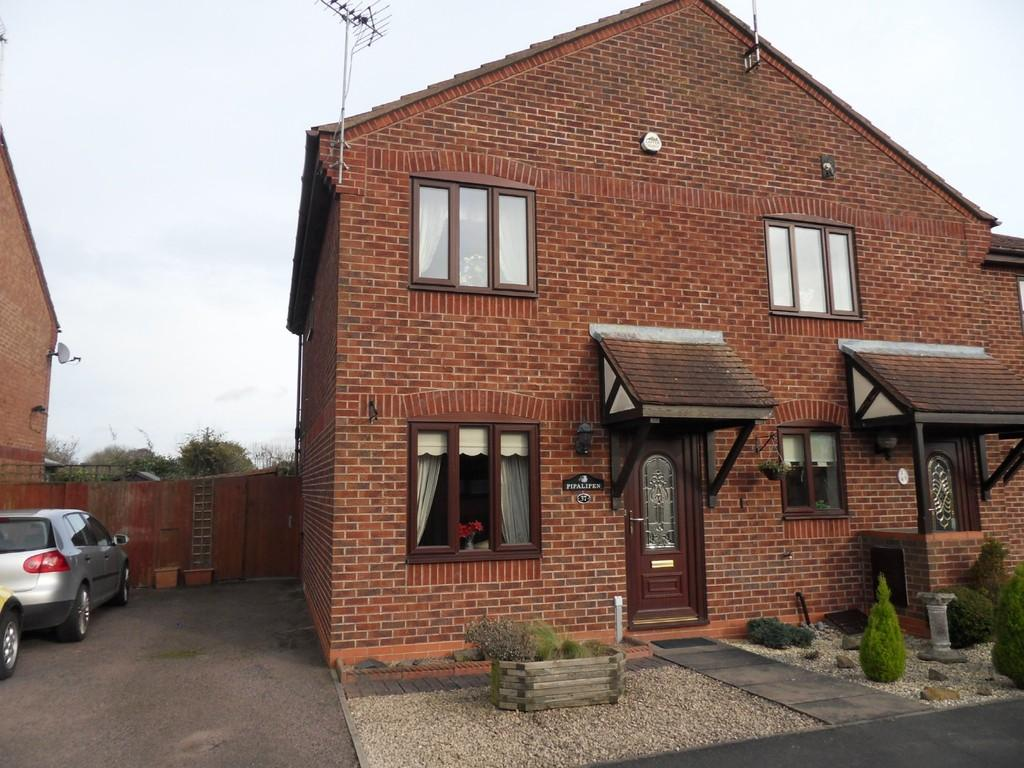 2 Bedrooms Semi Detached House for rent in Wensum Close, Hinckley