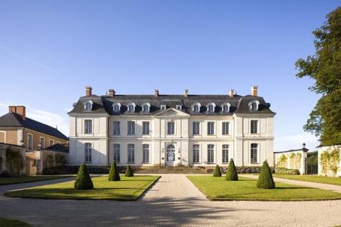 15 bedroom house  - 9 Place de La Republique, Le Grand-Luce, Loire Valley, 72150