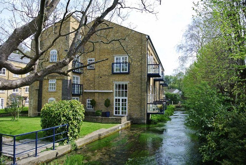 3 Bedrooms Apartment Flat for sale in Mill Race, River