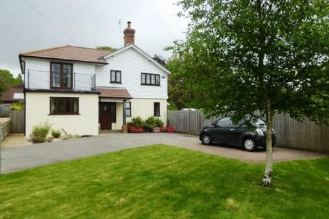 4 bedroom detached house to rent - BRENCHLEY