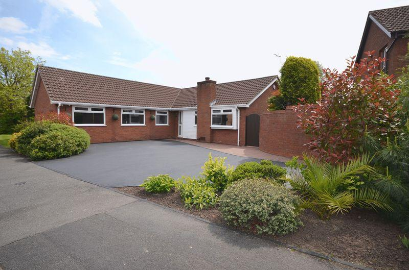 4 Bedrooms Bungalow for sale in Clanfield Avenue, Widnes