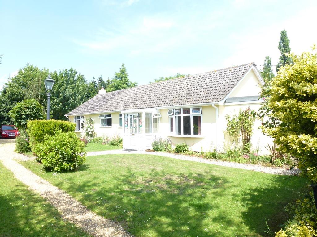 4 Bedrooms Detached Bungalow for sale in Nunnery Street, Castle Hedingham, Halstead CO9
