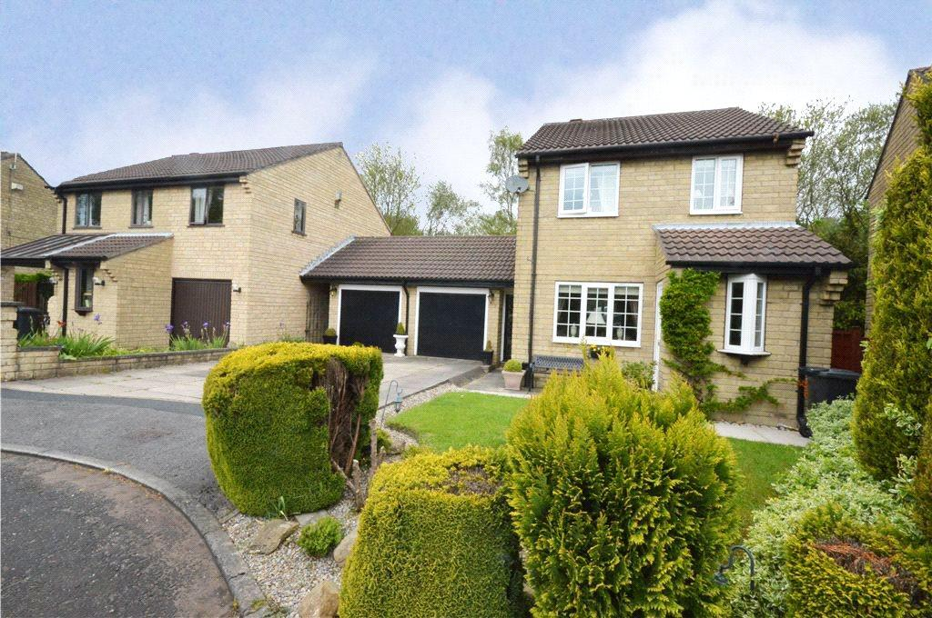 3 Bedrooms Detached House for sale in Woodthorne Croft, Shadwell Lane, Leeds