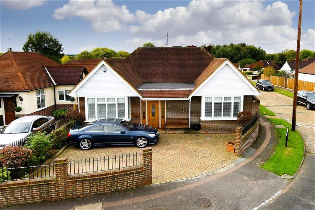 4 Bedrooms Detached House for sale in Meadow Walk, Ewell Court, Surrey