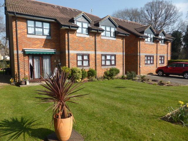 2 Bedrooms Apartment Flat for sale in Pitson Close