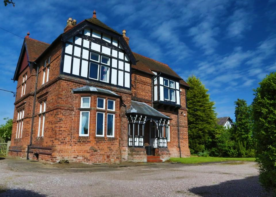 4 Bedrooms Detached House for sale in Spark Hall Close, Stretton