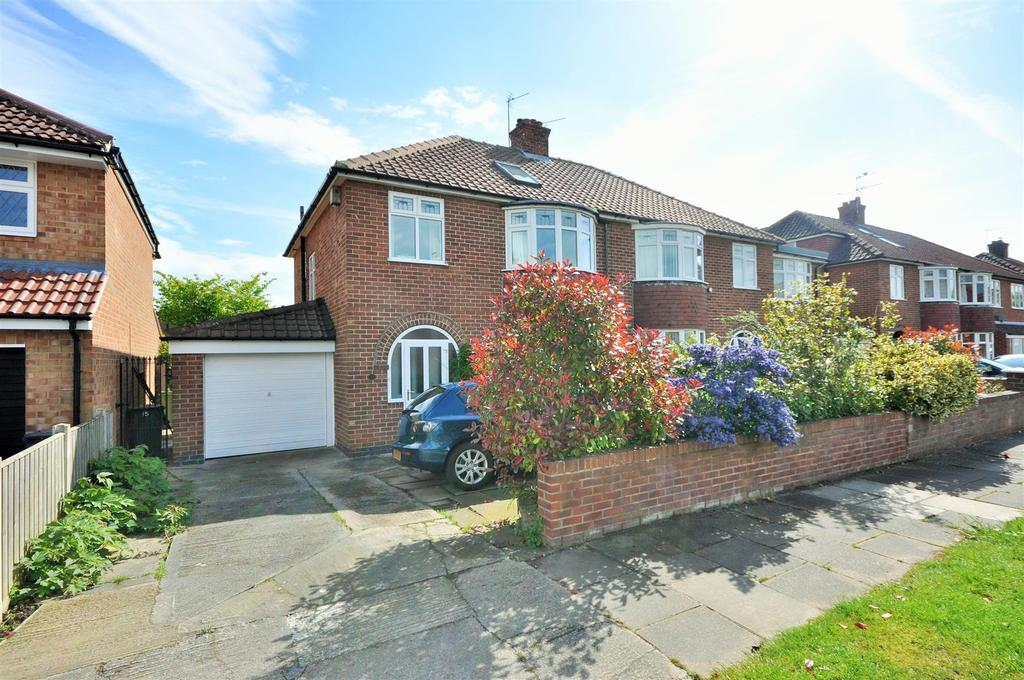 4 Bedrooms Semi Detached House for sale in Lycett Road, Dringhouses, York