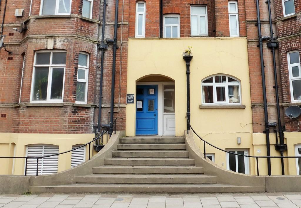 2 Bedrooms Flat for sale in Cromer