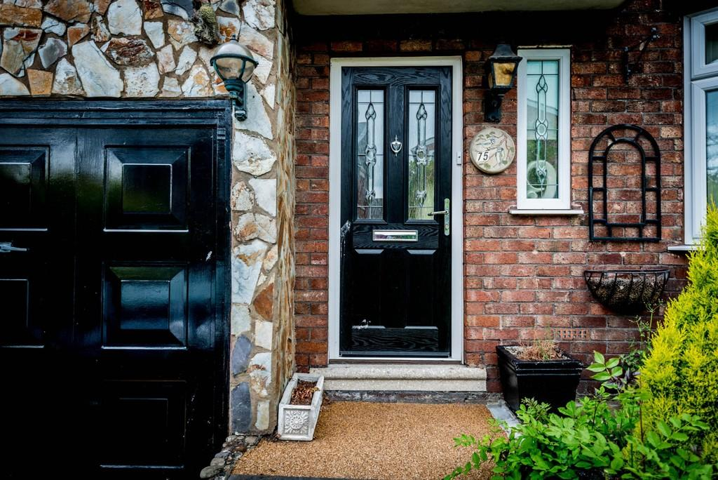 3 Bedrooms Semi Detached House for sale in Moss Bank Road, Moss Bank, St. Helens