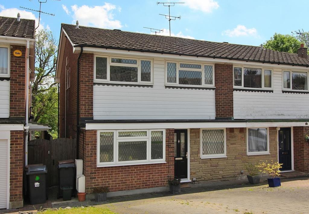 4 Bedrooms Semi Detached House for sale in Craiston Way, Great Baddow, Chelmsford, Essex, CM2