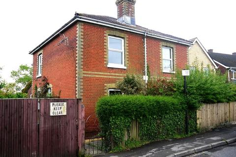 3 bedroom semi-detached house to rent - South East Road, Sholing, Southampton