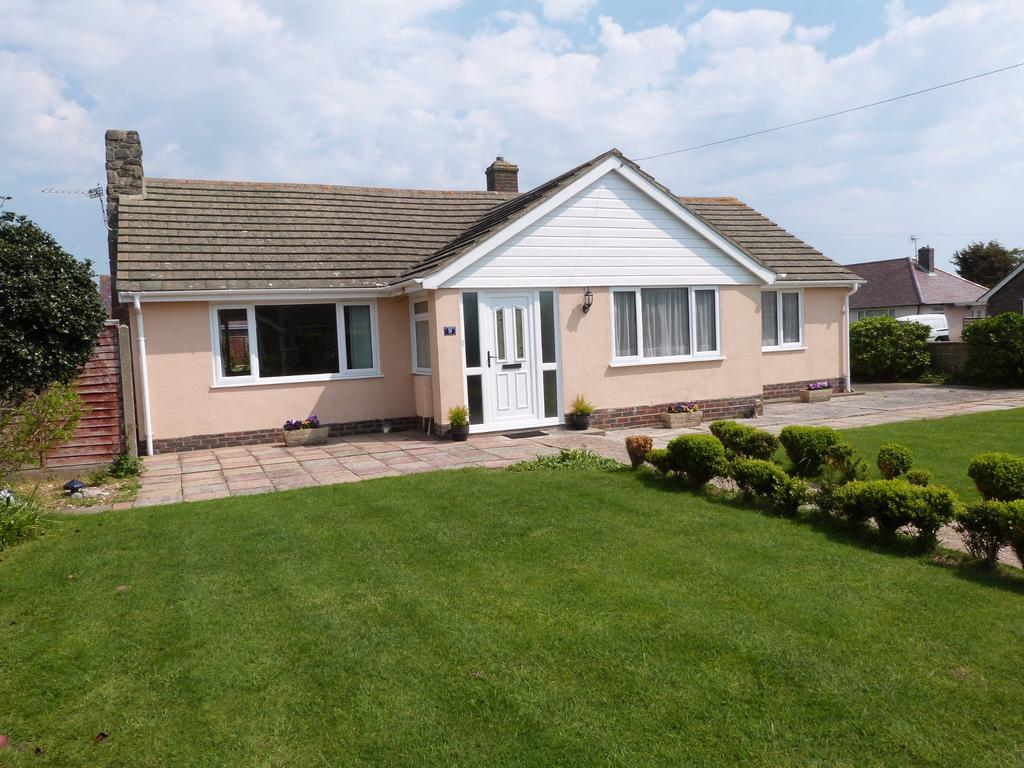3 Bedrooms Detached Bungalow for sale in Longacre Lane, Selsey