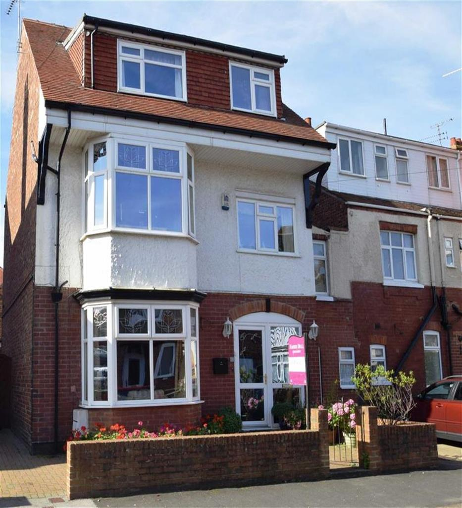 8 Bedrooms Semi Detached House for sale in Mayfield Road, Bridlington, East Yorkshire, YO15
