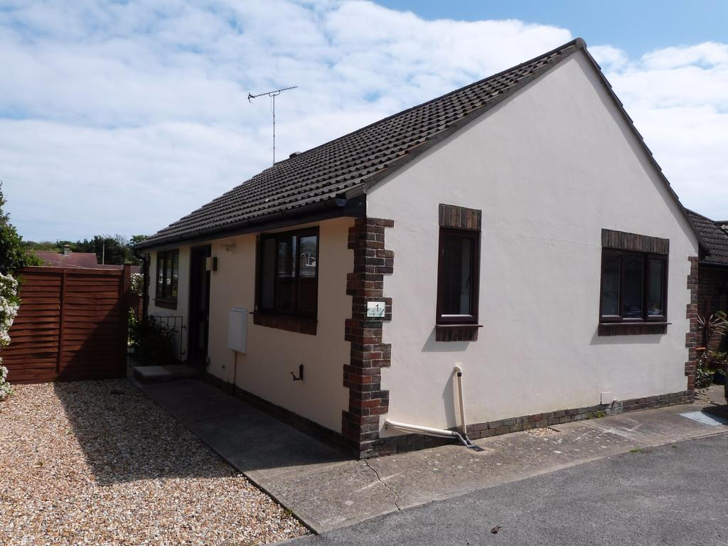 1 Bedroom Semi Detached Bungalow for sale in Grant Close, Selsey