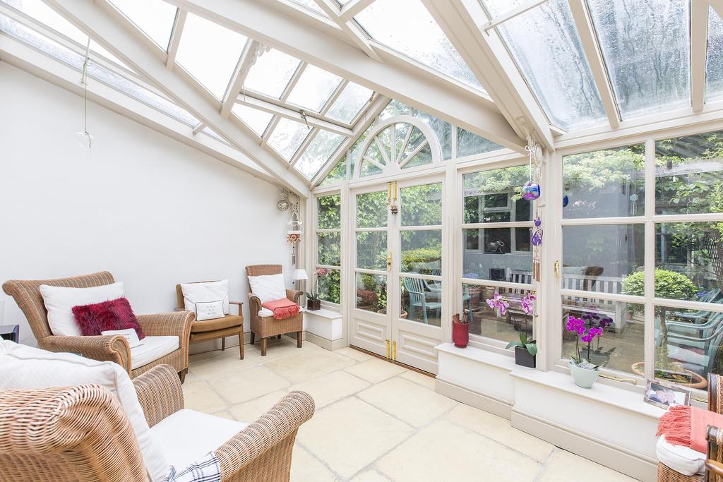 4 Bedrooms Terraced House for sale in Chestnut Grove, SW12
