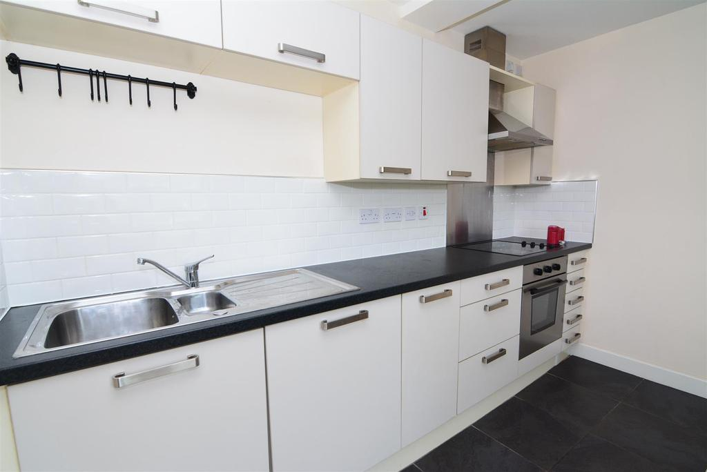 2 Bedrooms Apartment Flat for sale in Airedale House, Rodley