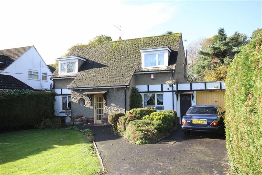 3 Bedrooms Detached Bungalow for sale in Chine Walk, West Parley, Dorset
