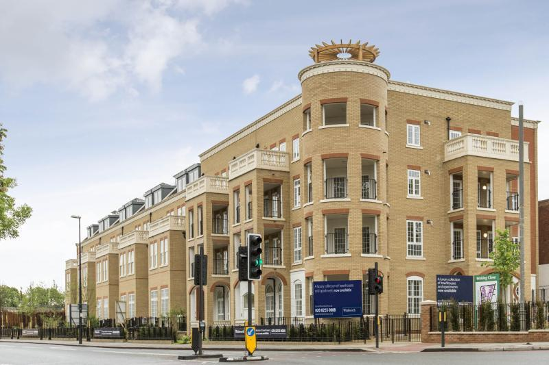 2 Bedrooms Flat for sale in Hampton Row, London, SW15