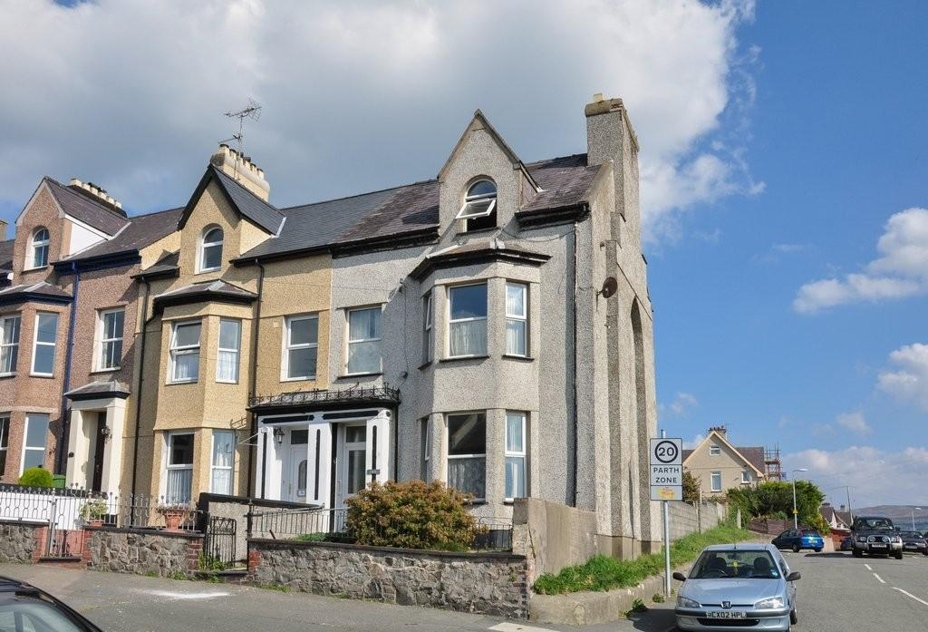 5 Bedrooms End Of Terrace House for sale in Segontium Road South, Caernarfon, North Wales