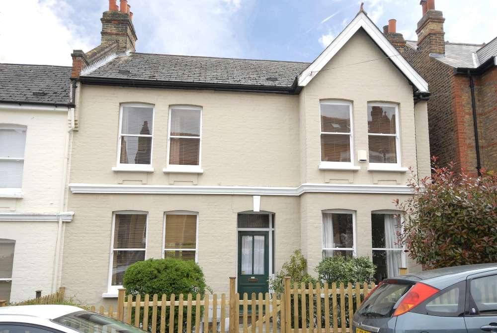 4 Bedrooms Semi Detached House for sale in Benson Road,