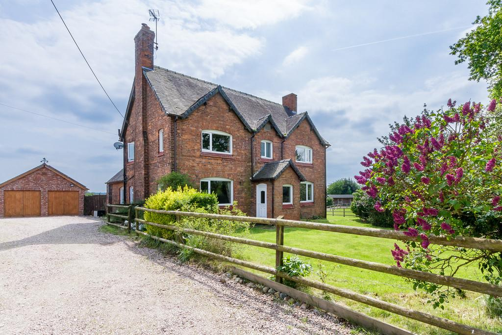 4 Bedrooms Farm House Character Property for sale in Blakenhall, Nantwich