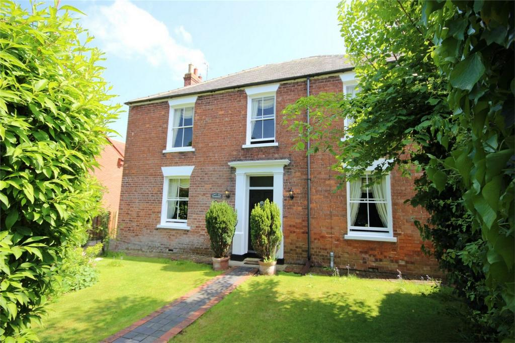 4 Bedrooms Detached House for sale in Old Village road, Little Weighton