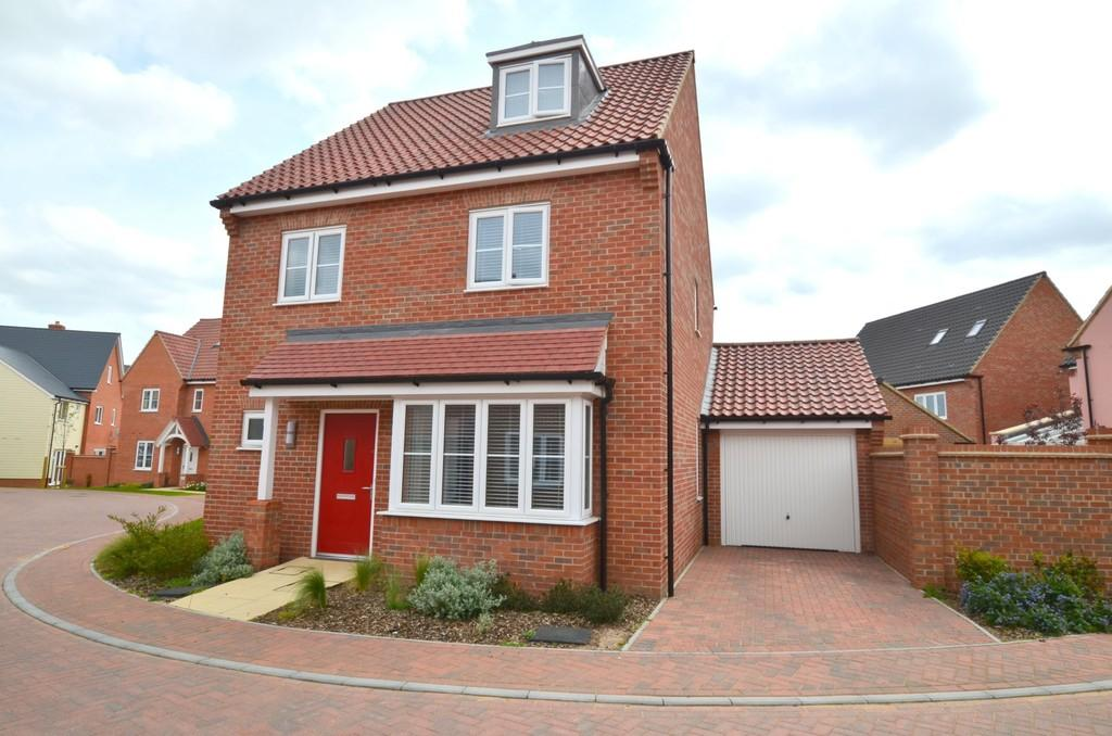 4 Bedrooms Detached House for sale in Nightjar Grove, Martlesham