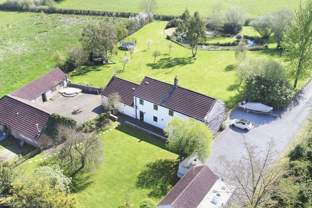 4 Bedrooms Detached House for sale in Standerwick, Somerset