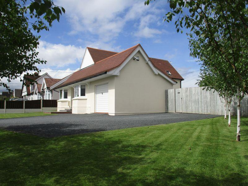 3 Bedrooms Detached House for sale in Henllan Road, St. Asaph