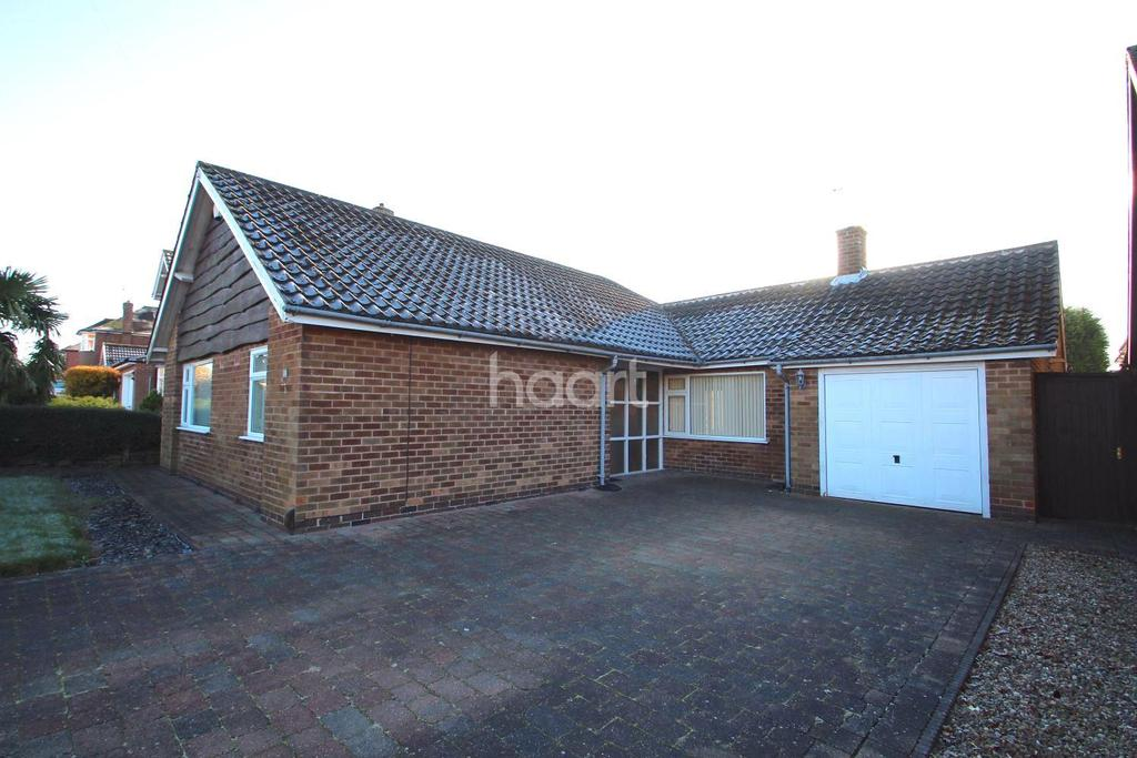 3 Bedrooms Bungalow for sale in Middlebeck Drive, Arnold, Nottingham