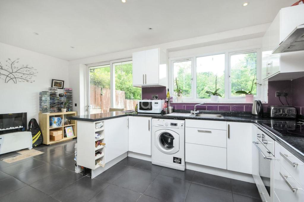 3 Bedrooms Terraced House for sale in Brentmead Gardens, NW10