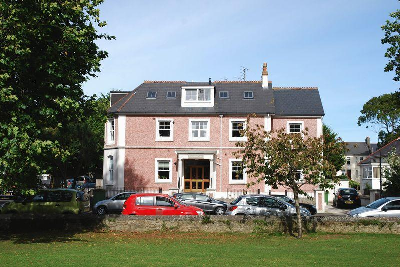 2 Bedrooms Apartment Flat for sale in St. Albans Road, Torquay