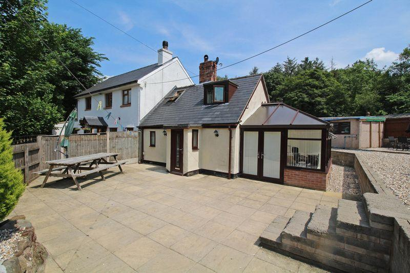 2 Bedrooms Semi Detached House for sale in Pontyblew, Chirk