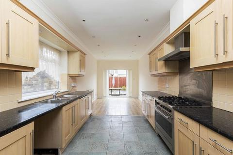 4 bedroom end of terrace house to rent - Essex Road, Southsea
