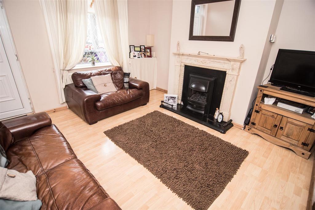 3 Bedrooms Terraced House for sale in Darton Lane, Mapplewell, Barnsley, S75 6AJ