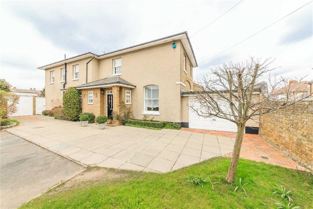 4 Bedrooms Detached House for sale in Blindmans Lane, Cheshunt