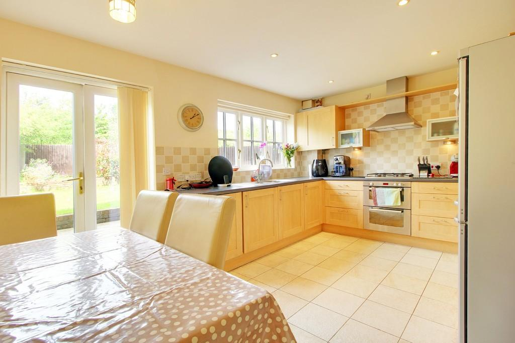 3 Bedrooms Terraced House for sale in Lower Village, Bolnore Village
