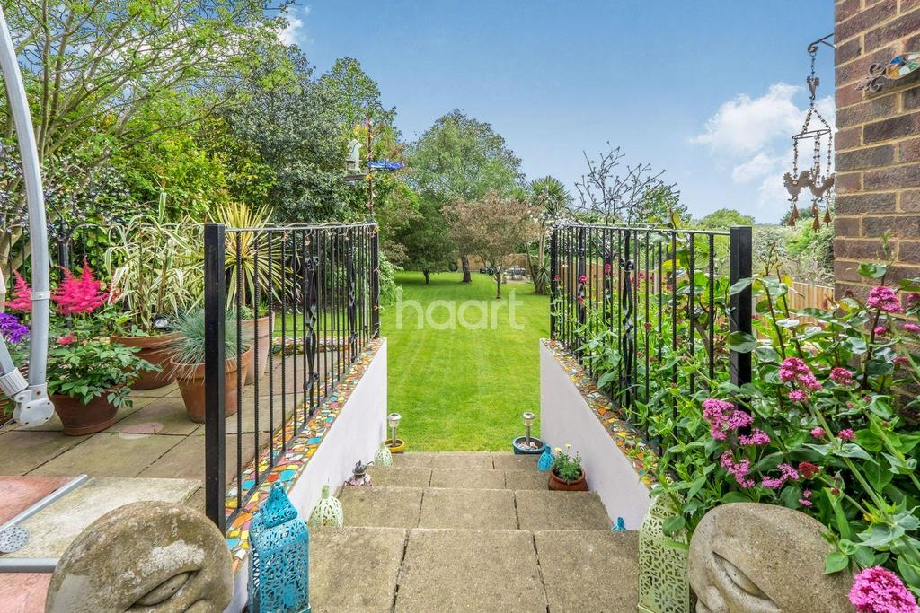 4 Bedrooms Detached House for sale in Southsea Avenue, Minster