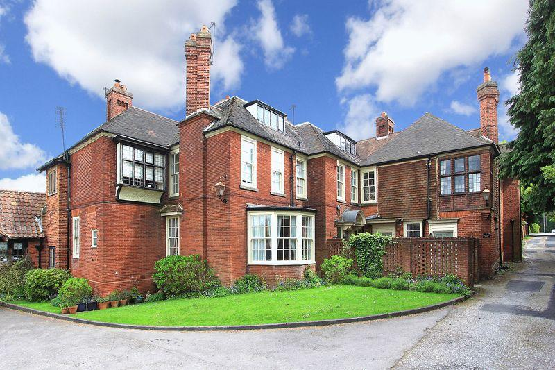 2 Bedrooms Apartment Flat for sale in TETTENHALL WOOD, Dippons Drive
