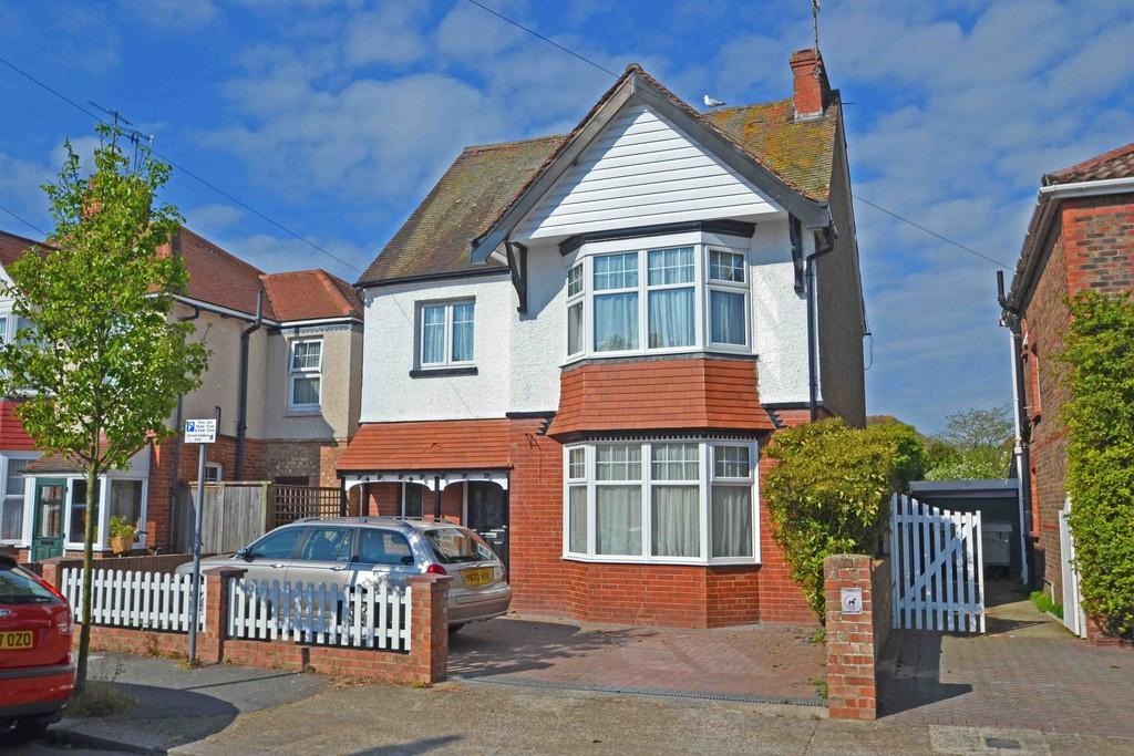 4 Bedrooms Detached House for sale in Gannon Road, Worthing