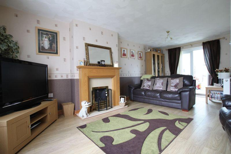 4 Bedrooms Semi Detached House for sale in Llanfairpwll, Anglesey