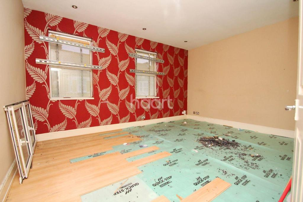 2 Bedrooms Flat for sale in Waddon road,Cr0