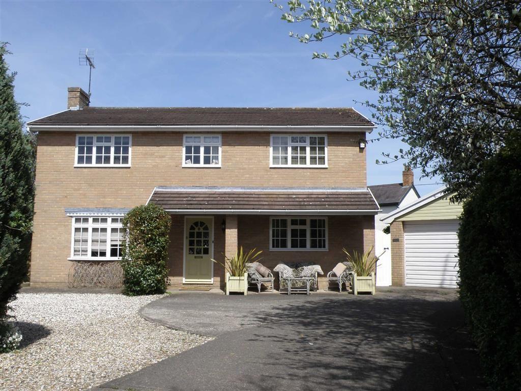 Detached House for sale in 11 Stonewalls, Burton, Rossett, Wrexham