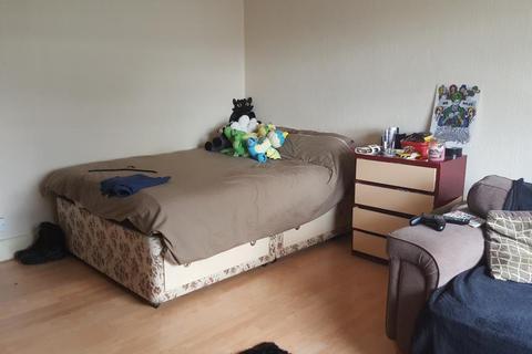 Studio to rent - Broomfield Road, Chelmsford